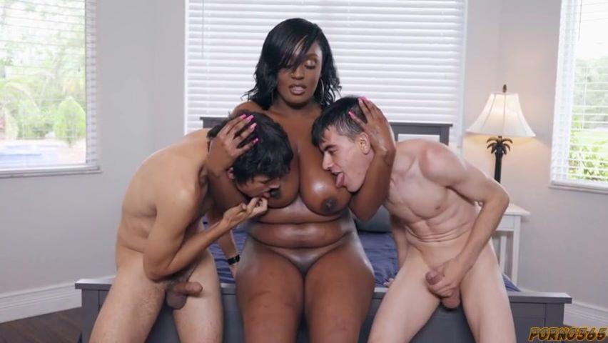 Сексуальная негритянка соблазнила белого мужика порно фото бесплатно